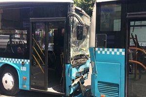 Şişli'de 3 halk otobüsü çarpıştı.23653