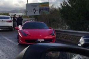 Neymar, kırmızı Ferrari'si ile kaza yaptı.13781