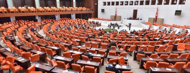 AK Partili Bakan'dan CHP'yle fla� g�r��me