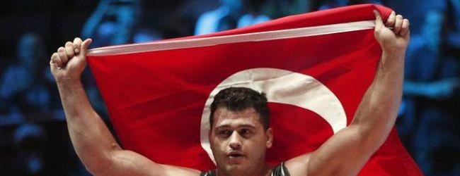 Rıza Kayaalp yine dünya şampiyonu