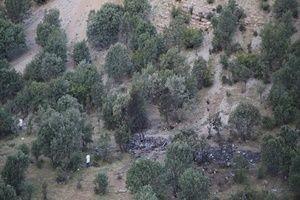 Düşen helikopterin enkazı görüntülendi.24302
