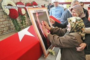 Naim Süleymanoğlu'nu binlerce kişi uğurladı.25473