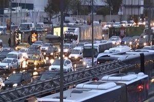 Yağmur İstanbul trafiğini felç etti!.27408