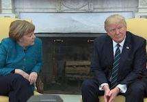 Trump, Merkel'e elini uzatmadı