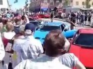 Ferrari araba fuarında kaza yaptı
