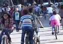 S�sl� kad�nlar bisikletleriyle yollara d��t�